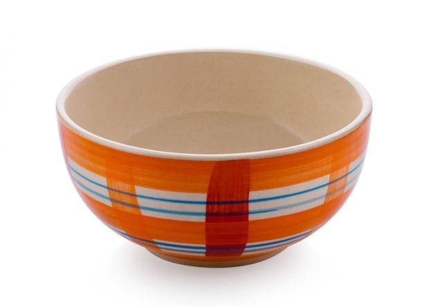 Lege ceramische kom die op wit wordt geïsoleerd Premium Foto