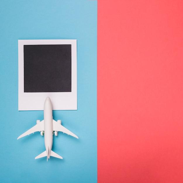 Lege foto geschoten met speelgoed vliegtuig Gratis Foto