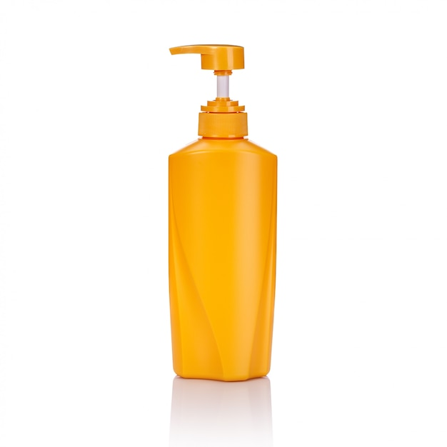 Lege gele plastic pompfles die wordt gebruikt voor shampoo of zeep. Premium Foto