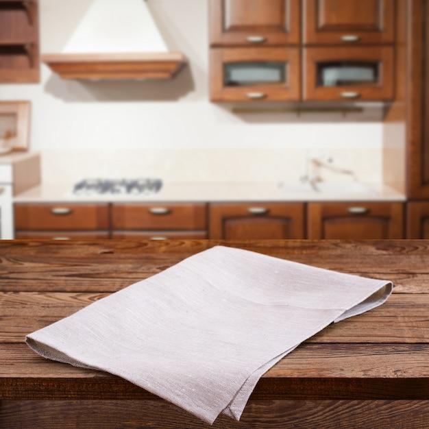 Lege houten dek tafel met tafellaken Premium Foto