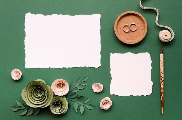 Lege kaarten met bloemen papieren ornamenten Gratis Foto