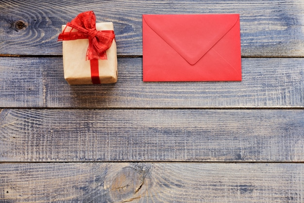 Lege kerstkaart met cadeau Gratis Foto