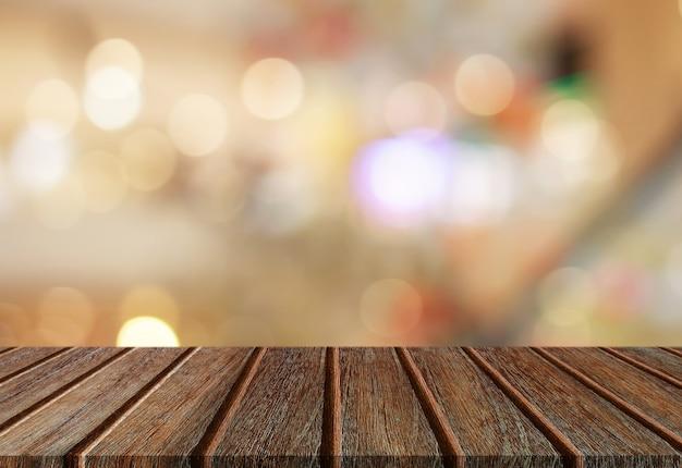 Lege perspectief houten plank tafelblad met abstracte bokeh lichte achtergrond voor montage van uw product. Premium Foto