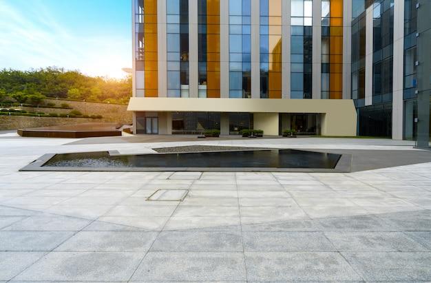 Lege vloeren en kantoorgebouwen in het financiële centrum, qingdao, china Premium Foto