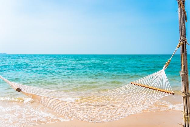 Lege witte hangmat rond zee strand oceaan voor vakantiereizen vakantie concept Gratis Foto