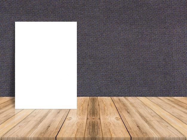 Lege witte papieren poster bij tropische plank houten vloer en