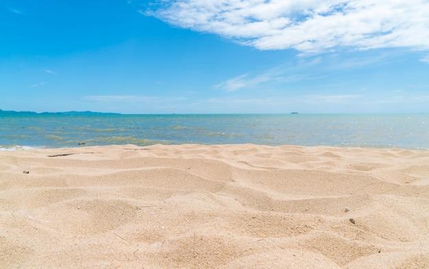 Lege zee en strand achtergrond Gratis Foto