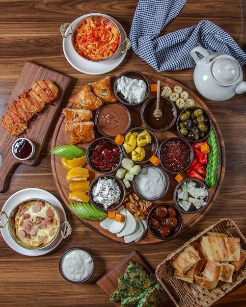 Lekker ontbijt set bovenaanzicht Gratis Foto