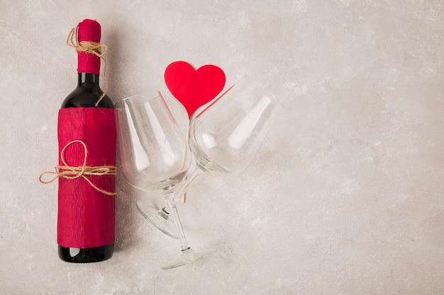 Lekkere wijn met glazen en hitteteken Gratis Foto