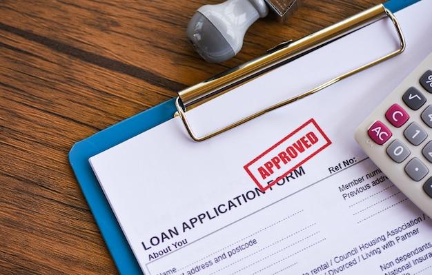 Lening goedkeuring financiële lening aanvraagformulier voor geldschieter en lener voor hulp investeringsbank landgoed Premium Foto