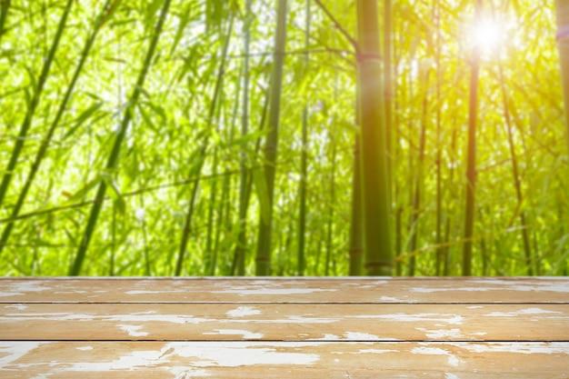 Lente achtergrond met houten tafel Premium Foto