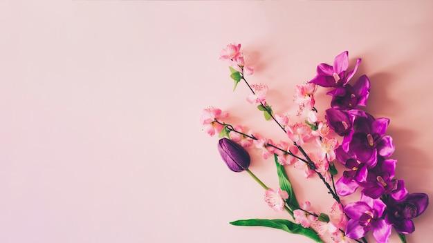 Lente bloemen achtergrond met copyspace Gratis Foto