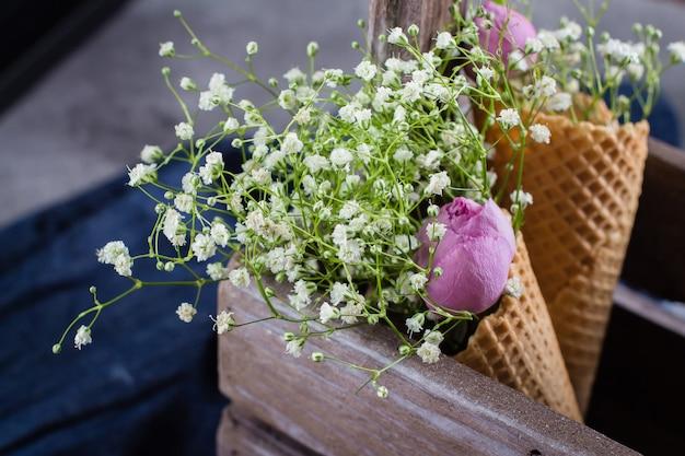 Lente bloemen kaart concept Premium Foto