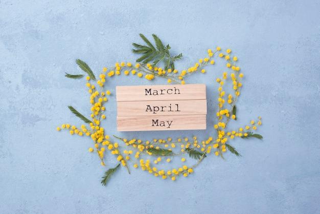 Lente maanden met bloemen frame Gratis Foto