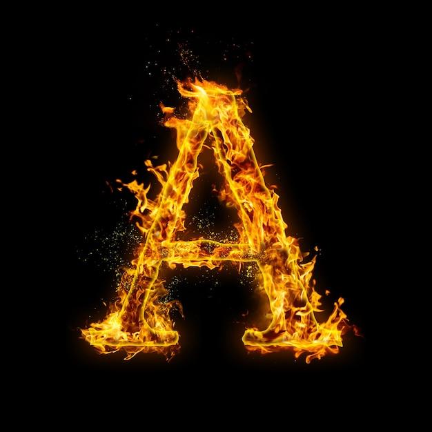Letter a. vuurvlammen op zwart, realistisch vuureffect met vonken. Premium Foto