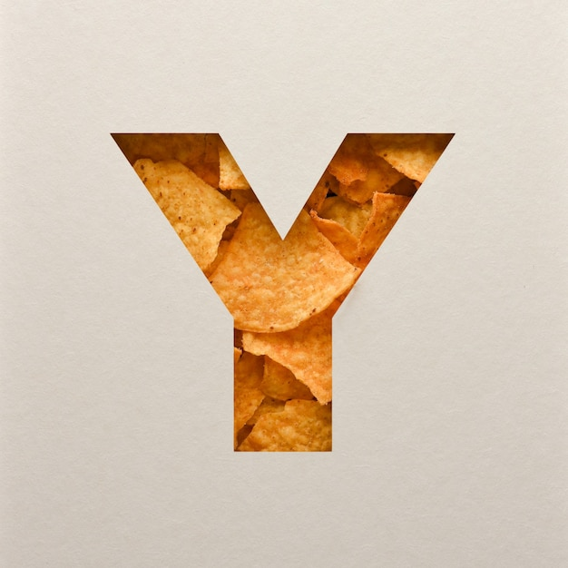 Lettertypeontwerp, abstract alfabet lettertype met driehoekige maïs chips, realistische bladeren typografie - y Premium Foto