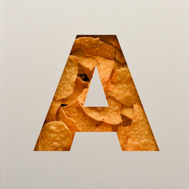 Lettertypeontwerp, abstract alfabet lettertype met driehoekige maïsspaanders, realistische blaadentypografie - a. Premium Foto