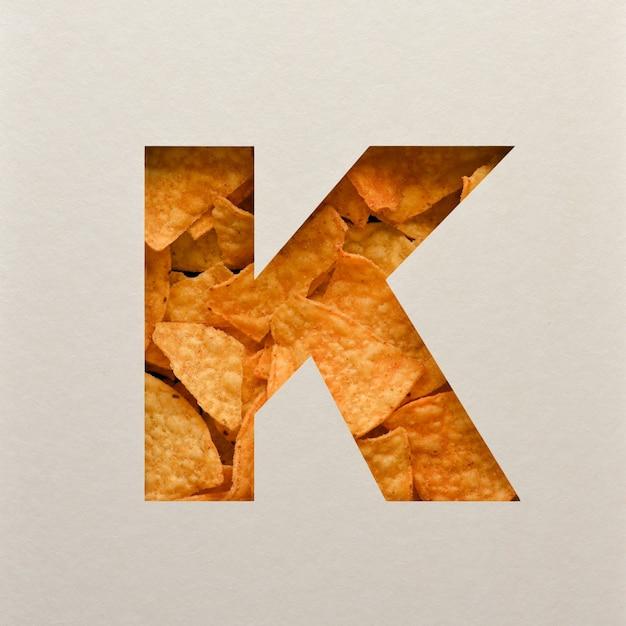 Lettertypeontwerp, abstract alfabet lettertype met driehoekige maïsspaanders, realistische blaadentypografie - k. Premium Foto
