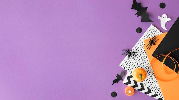 Leuk halloween-concept met exemplaarruimte Gratis Foto