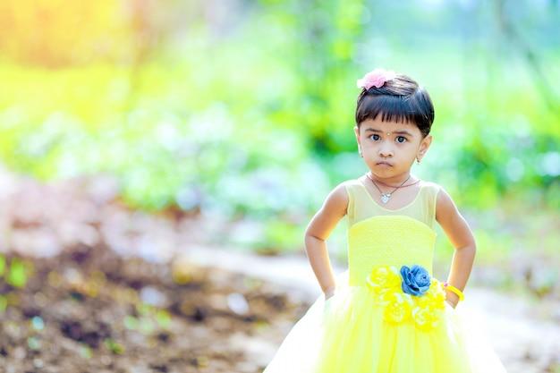 Leuk indisch meisje Premium Foto