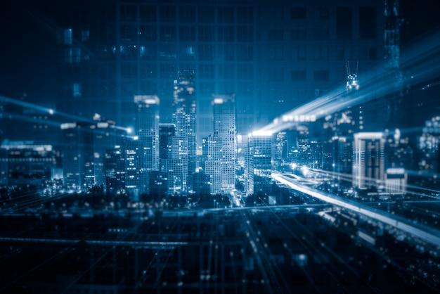 Lichte paden boven gebouwen Gratis Foto