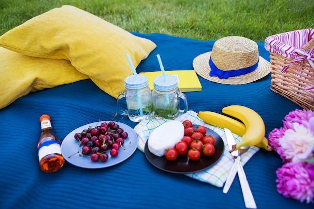 Lichte zomerpicknick Premium Foto