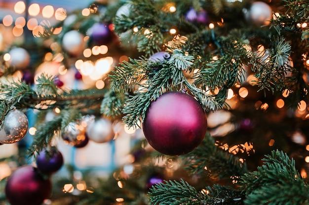 Lichten op kerstboom Premium Foto