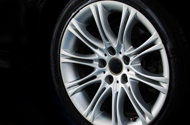 Lichtmetalen wiel auto Premium Foto