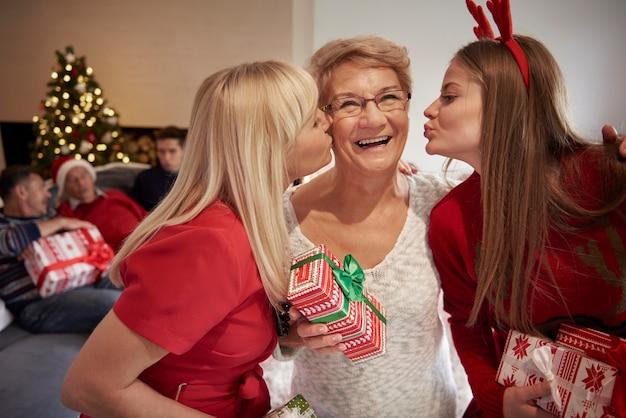 Liefde, geluk en knuffels - kerst in ons huis Gratis Foto