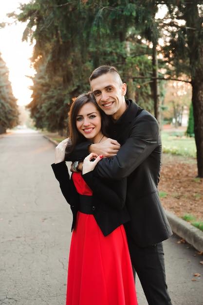 Liefde, relaties, seizoen en mensenconcept - sluit omhoog Premium Foto