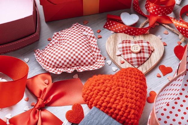 Liefdeelementen, concept voor valentijnsdag. Premium Foto