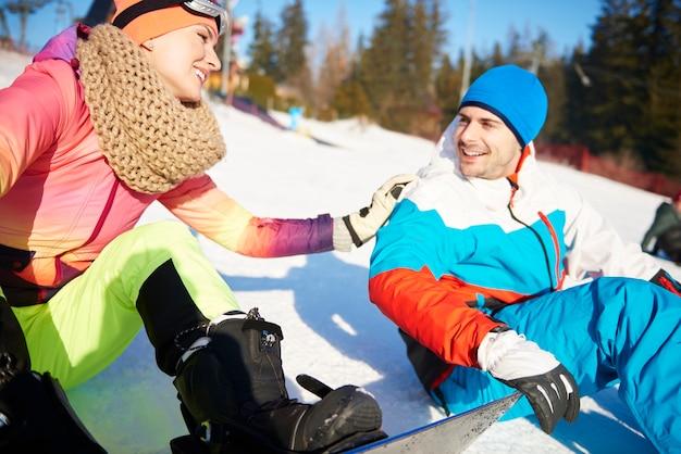 Liefdevol stel dat zoveel plezier heeft met skiën Gratis Foto