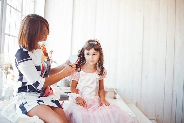 Liefhebbende moeder met haar dochter Gratis Foto