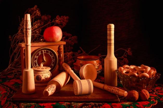 Life art fotografie concept met aardewerk en keukengerei Gratis Foto