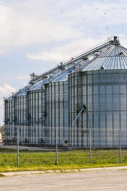 Lift boerderij buiten het hek Premium Foto