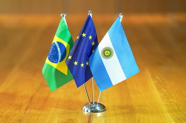 Lijst van vlaggen van de europese unie, argentinië en brazilië. Premium Foto