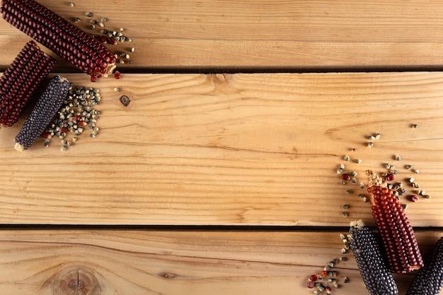 Likdoorns op een houten bord Gratis Foto
