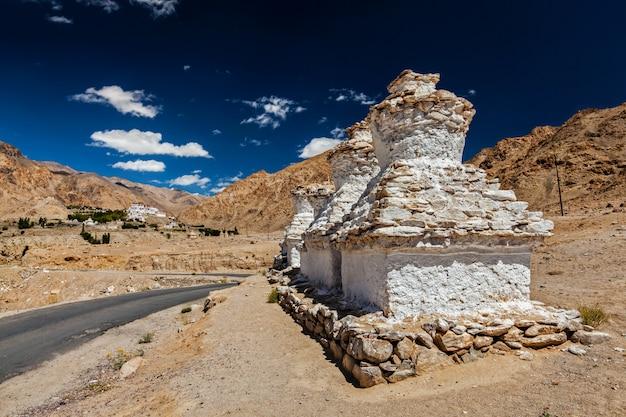 Likir gompa tibetaans boeddhistisch klooster in de himalaya Premium Foto