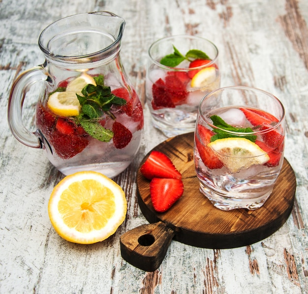 Limonade met srtawberries Premium Foto