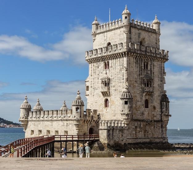 Lissabon, toren van belem - taag, portugal tejo. Premium Foto