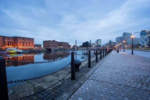 Liverpool, albert dock, engeland, verenigd koninkrijk Premium Foto