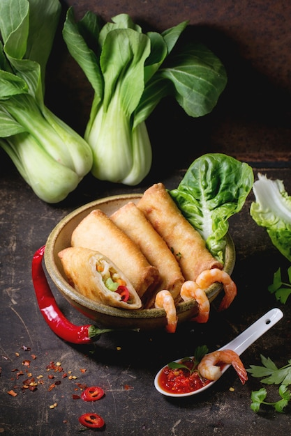 Loempia's met groenten en garnalen Premium Foto