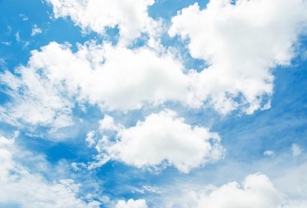 Lucht en wolken. Premium Foto