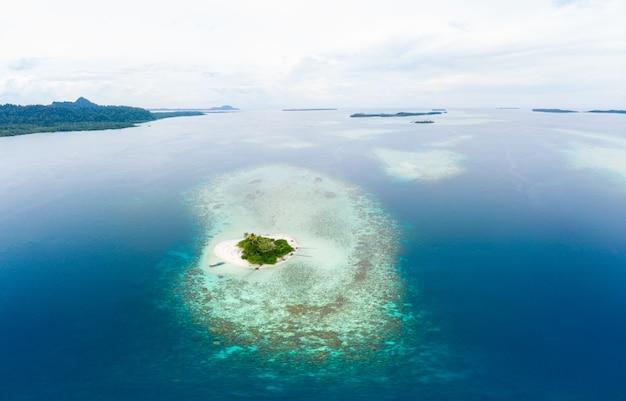 Luchtfoto banyak eilanden sumatra tropische archipel indonesië Premium Foto