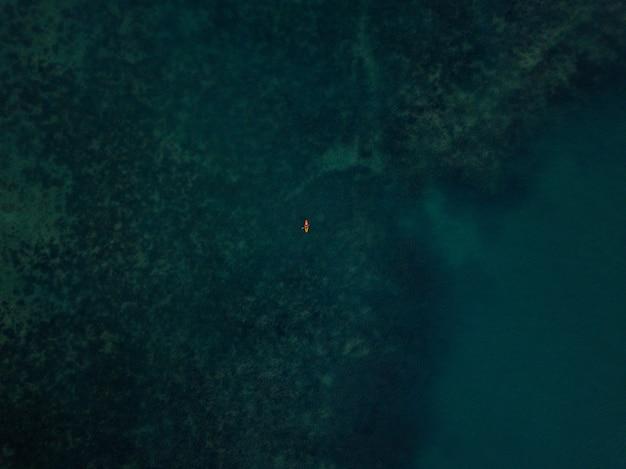 Luchtfoto // boot op zee Gratis Foto