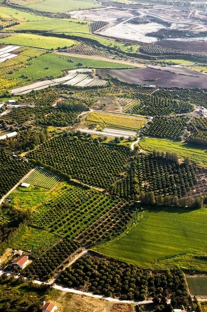 Luchtfoto op landbouwvelden Gratis Foto