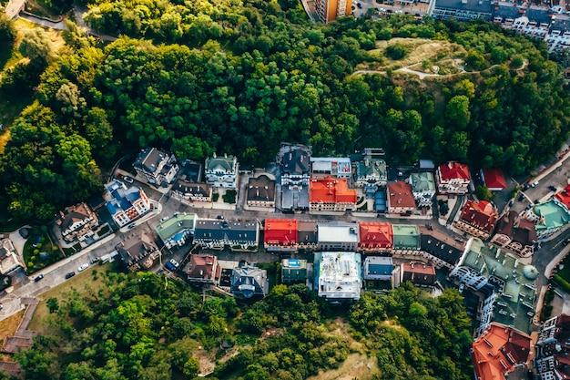 Luchtfoto panoramisch zicht op de andreevsky-afdaling Gratis Foto