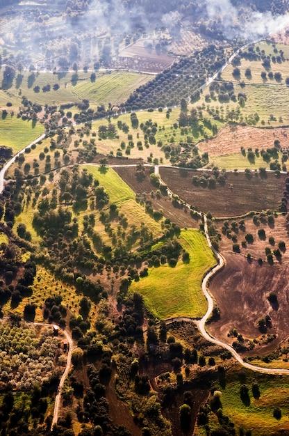 Luchtfoto van boerderij velden Gratis Foto