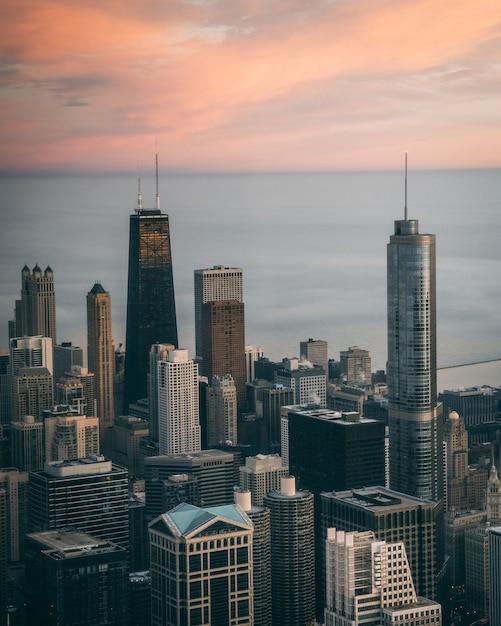 Luchtfoto van een stadsgezicht met hoge wolkenkrabbers in chicago, usa Gratis Foto