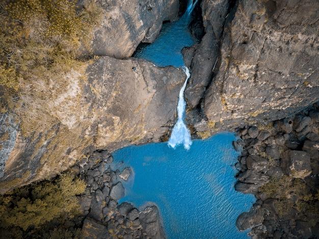 Luchtfoto van een waterval in papoea-nieuw-guinea Gratis Foto